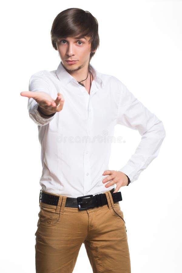 Hombre joven activo que muestra sus manos imagen de archivo libre de regalías