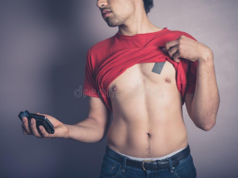 Hombre joven apto que toma un selfie imágenes de archivo libres de regalías