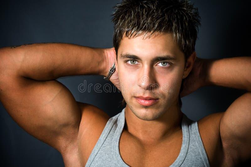 Hombre joven atractivo de Cofident imagen de archivo