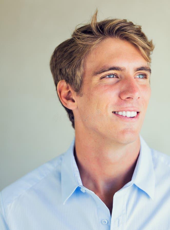 Hombre joven atractivo hermoso fotos de archivo