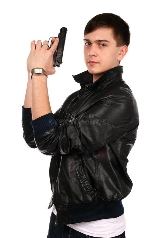 Hombre joven con el arma. fotografía de archivo libre de regalías