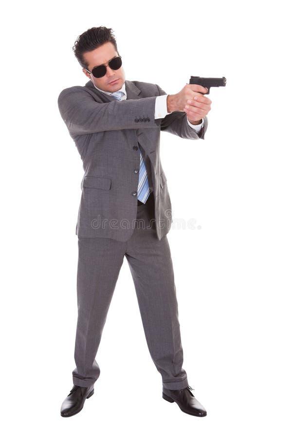 Hombre joven con el arma fotos de archivo libres de regalías