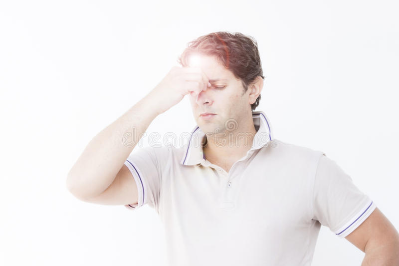 Hombre joven con el dolor principal imagenes de archivo