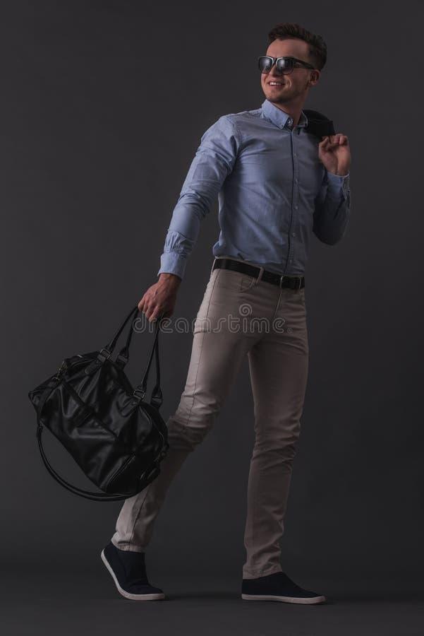 Hombre joven con estilo foto de archivo