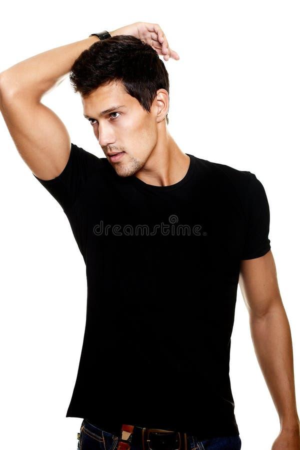Hombre joven con estilo de la manera atractiva imagen de archivo libre de regalías