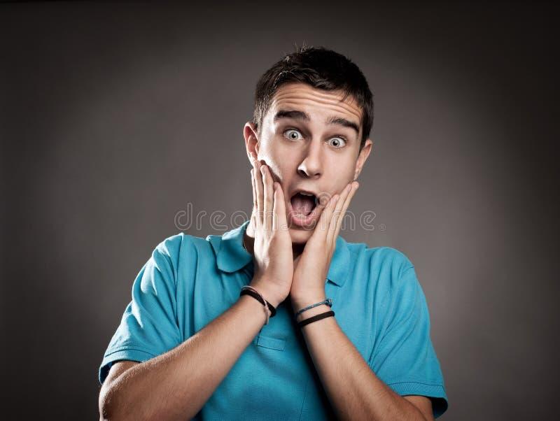 Hombre joven con la expresión de la sorpresa fotografía de archivo libre de regalías
