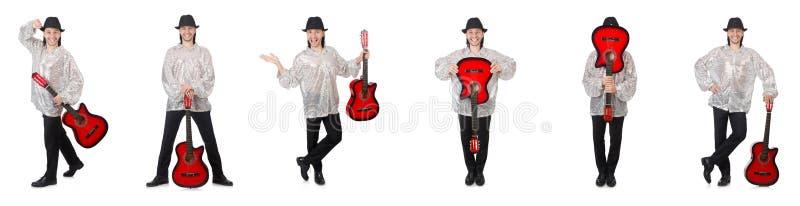Hombre joven con la guitarra aislada en blanco fotografía de archivo libre de regalías