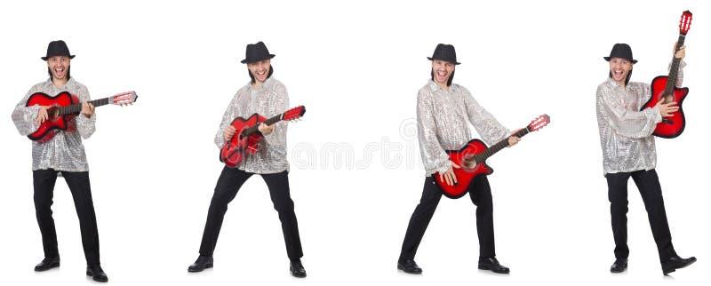 Hombre joven con la guitarra aislada en blanco imagen de archivo libre de regalías