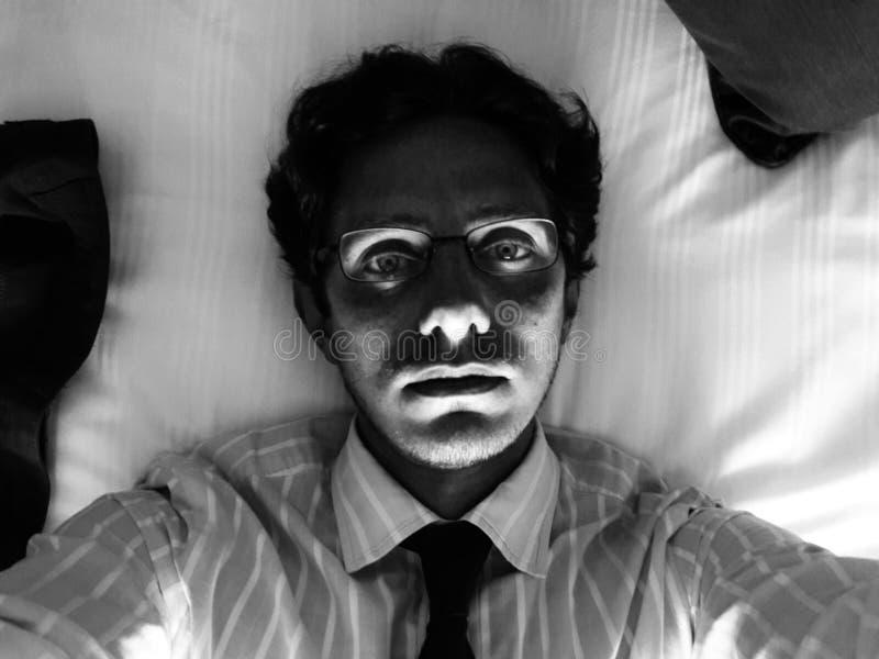 Hombre joven con la luz de debajo fotografía de archivo libre de regalías