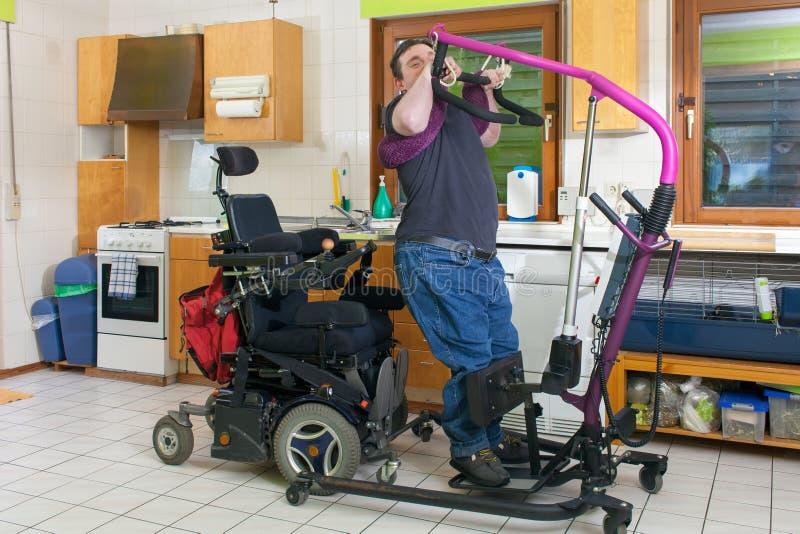Hombre joven con parálisis cerebral infantil fotos de archivo libres de regalías