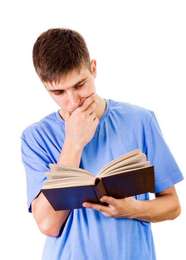 Hombre joven con un libro imagen de archivo