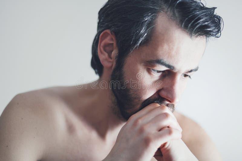 Hombre joven con un problema fotografía de archivo