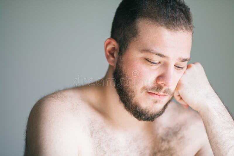 Hombre joven con un problema fotografía de archivo libre de regalías