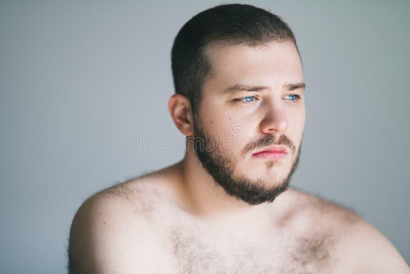 Hombre joven con un problema fotos de archivo