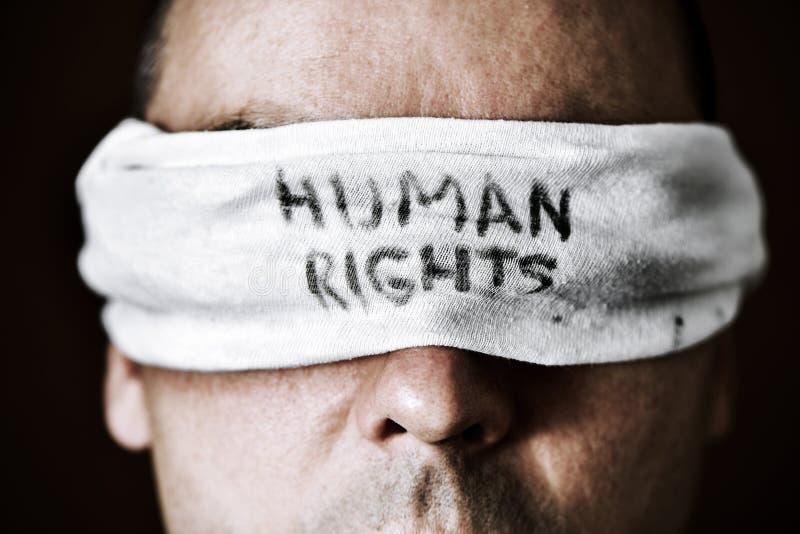 Hombre joven con una venda con los derechos humanos del texto imagen de archivo