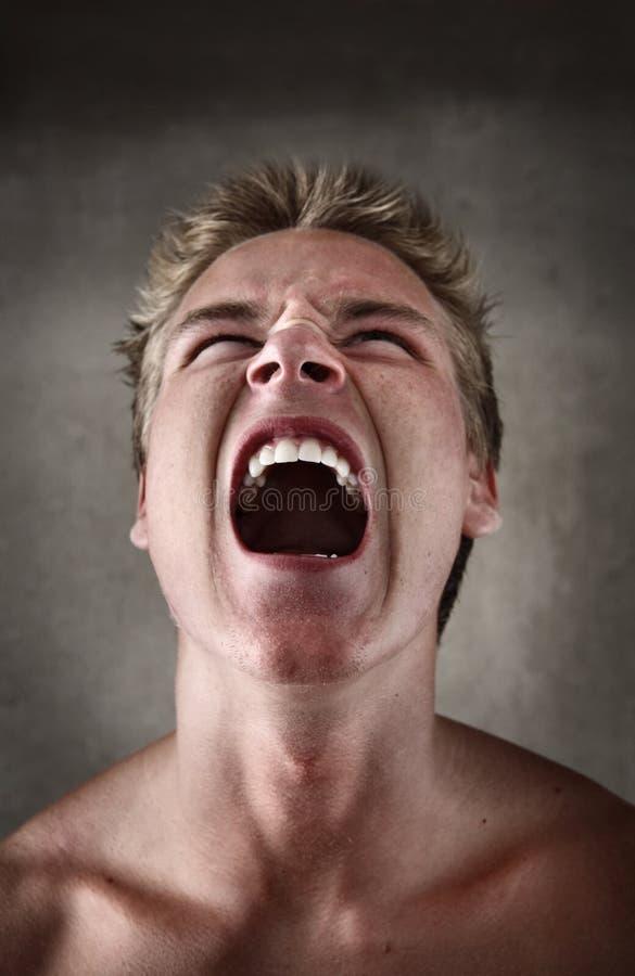 Hombre joven de griterío fotos de archivo