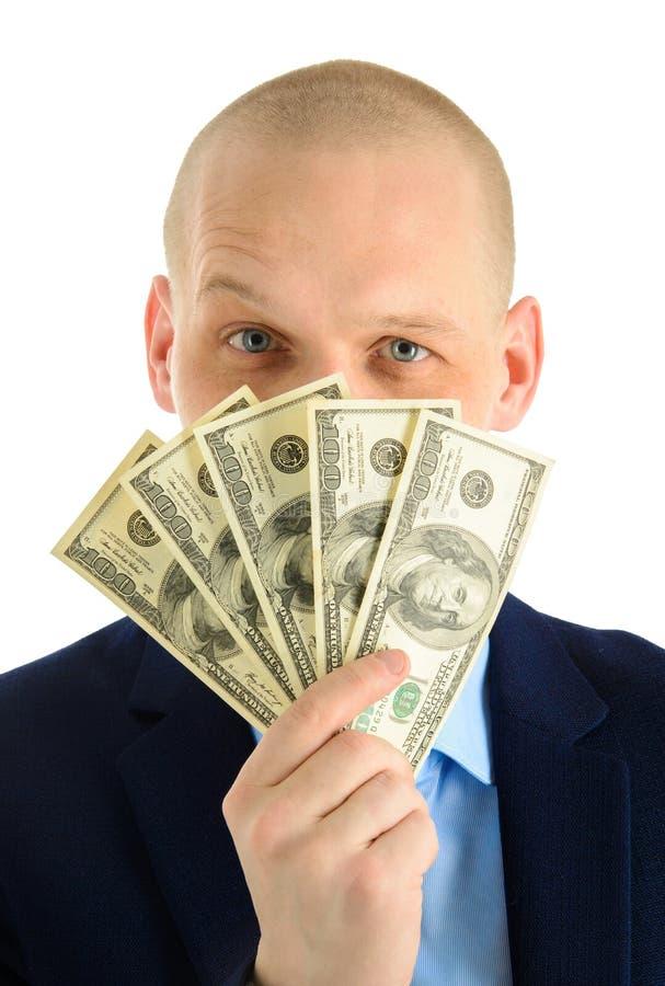 Hombre joven emocionado que mira hacia fuera de un cubo de billetes de banco del dólar, del retrato del primer del hombre de nego imagenes de archivo
