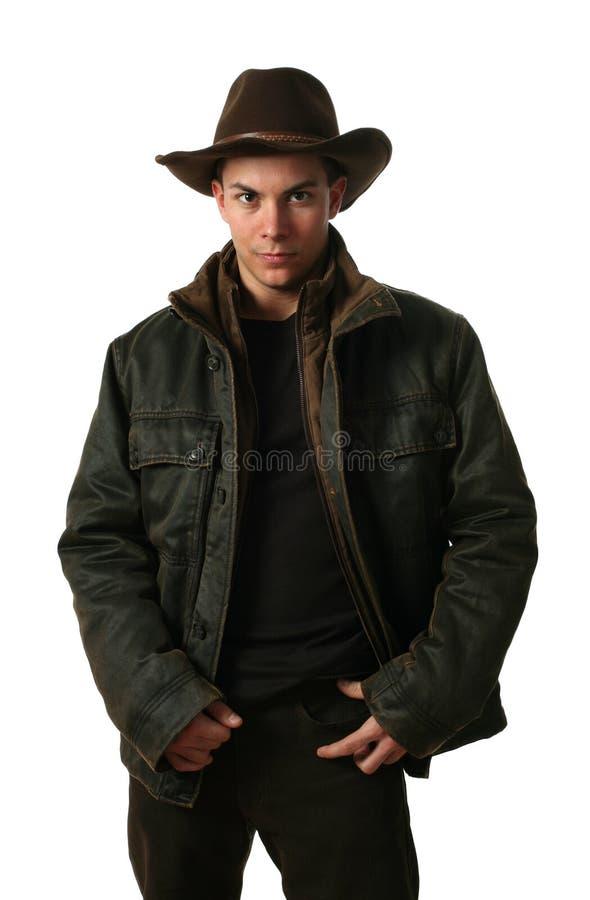 Hombre joven en ropa del invierno imagen de archivo