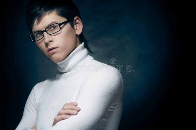 Hombre joven en vidrios imagen de archivo libre de regalías