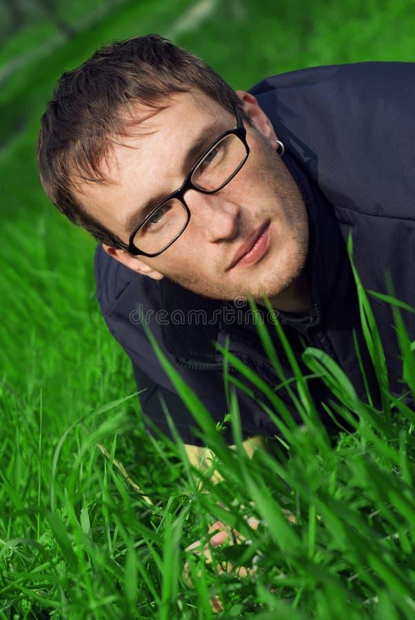 Hombre Joven En Vidrios Imagen de archivo