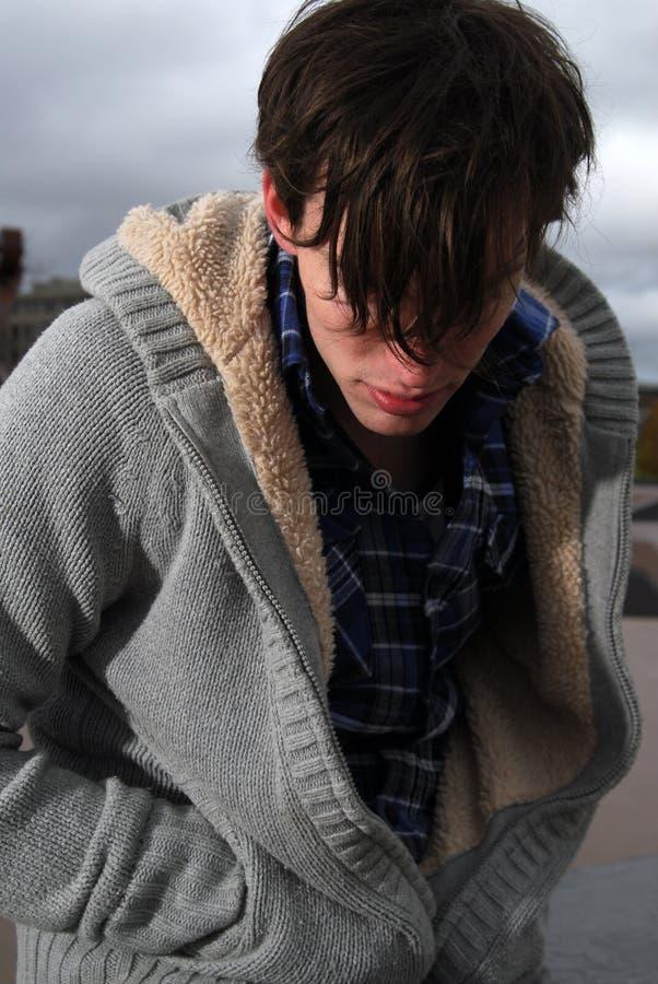 Hombre joven frío fotografía de archivo libre de regalías