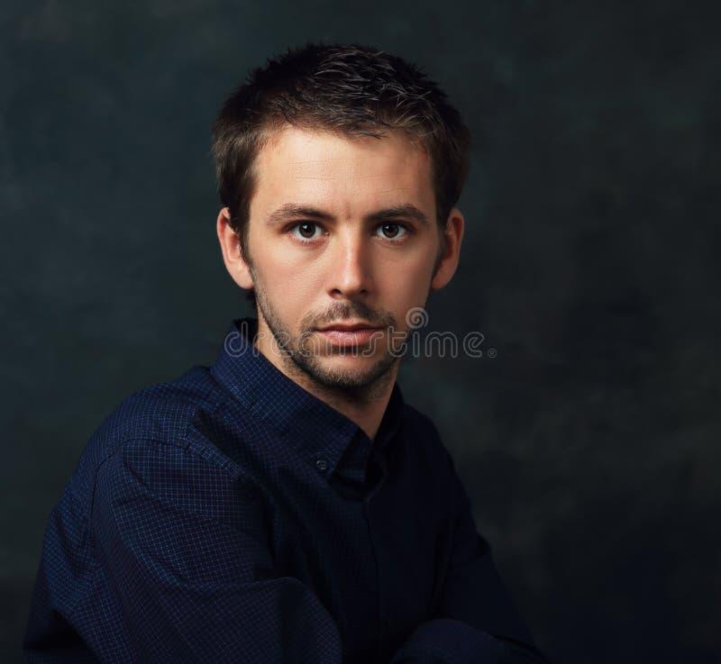 Hombre joven hermoso imagen de archivo