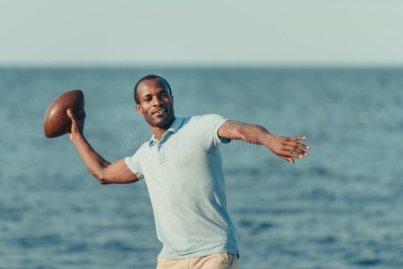 Hombre joven hermoso del afroamericano foto de archivo libre de regalías