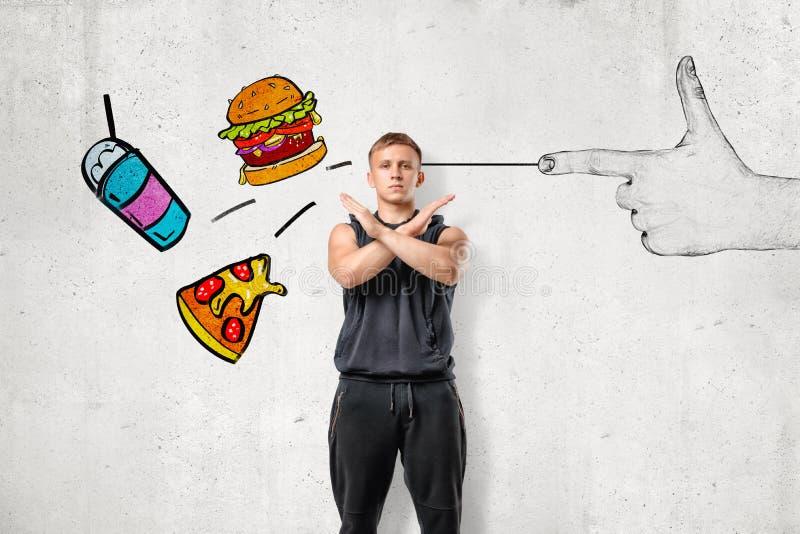 Hombre joven muscular fuerte que hace gesto del rechazo con un tiroteo de la mano y alimentos de preparación rápida dibujados en  stock de ilustración
