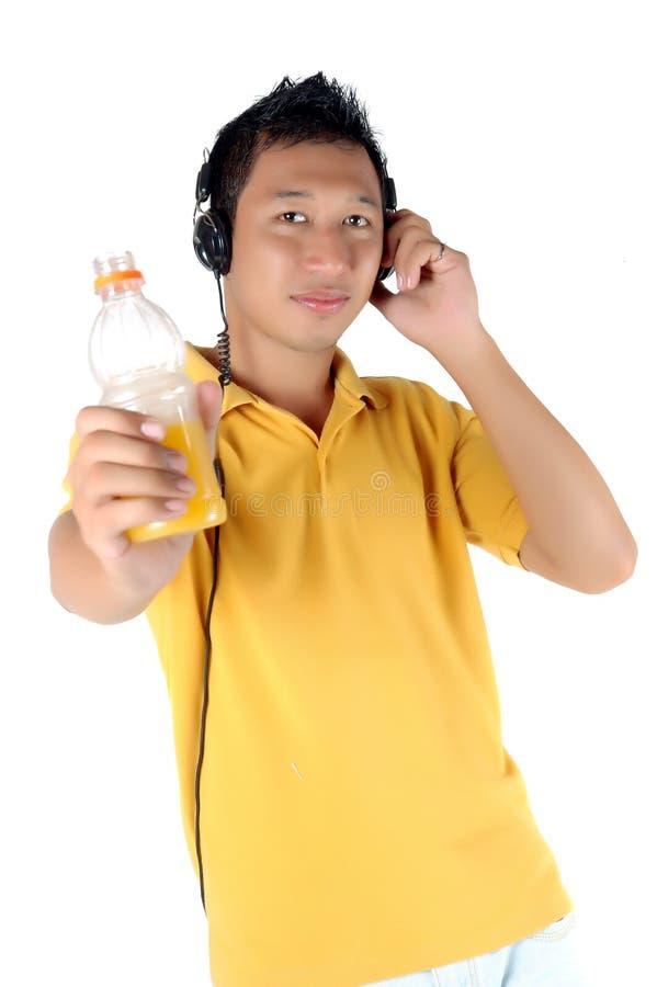 Hombre Joven Que Escucha La Música Imágenes de archivo libres de regalías