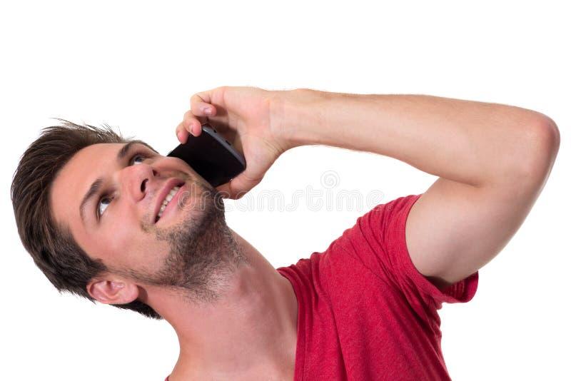 Hombre joven que habla en el teléfono imagenes de archivo