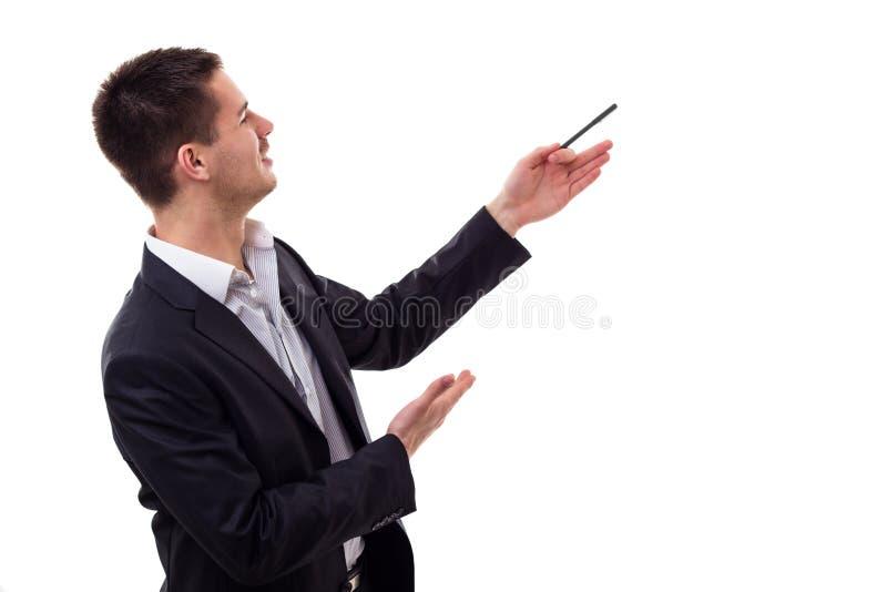 Hombre joven que presenta y que muestra su texto o producto imagen de archivo