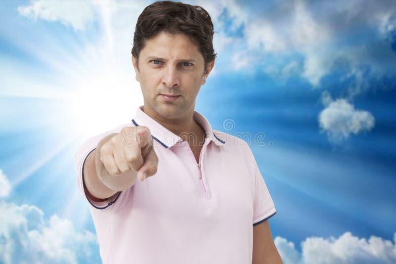 Hombre joven que señala el finger a usted imagen de archivo libre de regalías