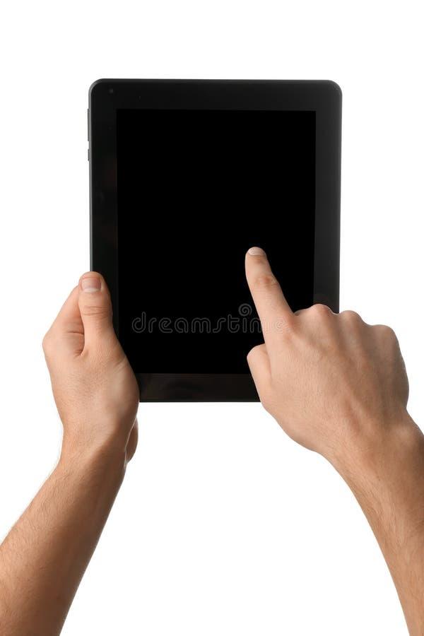 Hombre joven que usa la PC de la tableta en el fondo blanco fotografía de archivo