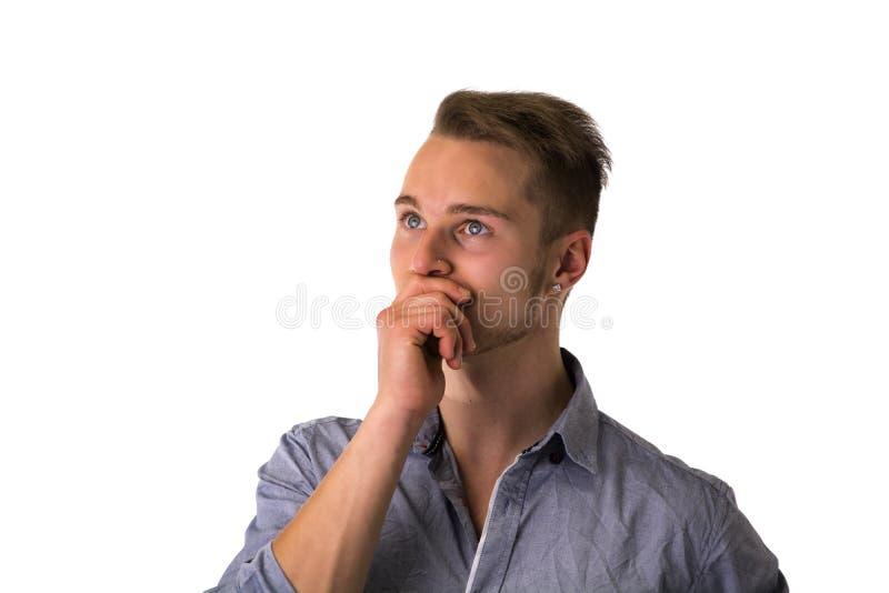 Hombre joven rubio hermoso dudoso, inseguro imagen de archivo