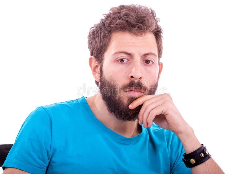 Hombre joven sonriente con la presentación de la barba imagen de archivo