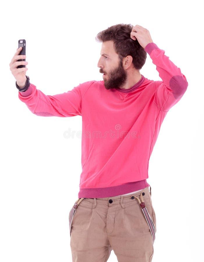 Hombre joven sonriente con la presentación de la barba fotos de archivo libres de regalías