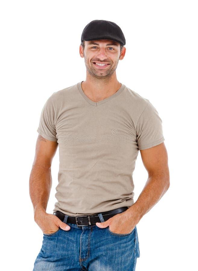 Hombre joven sonriente con un sombrero imágenes de archivo libres de regalías