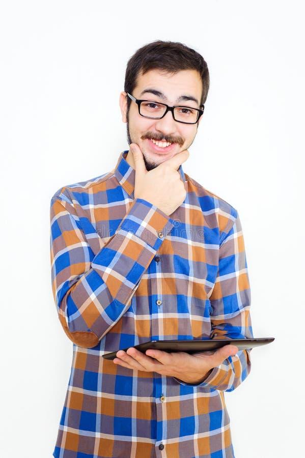 Hombre joven sonriente con una tableta fotografía de archivo
