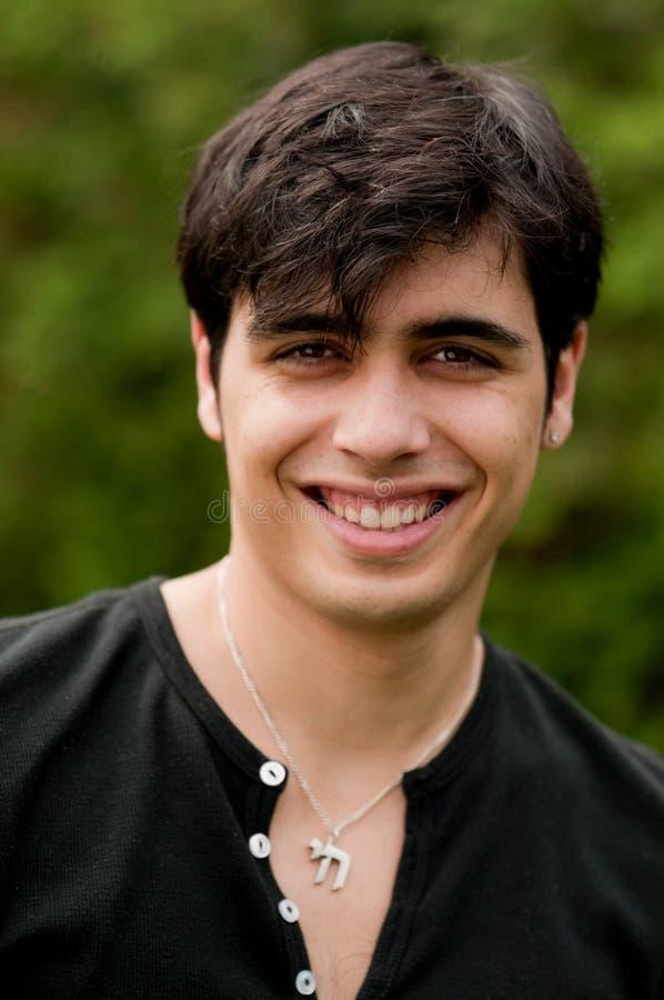 Hombre judío joven sonriente hermoso fotografía de archivo