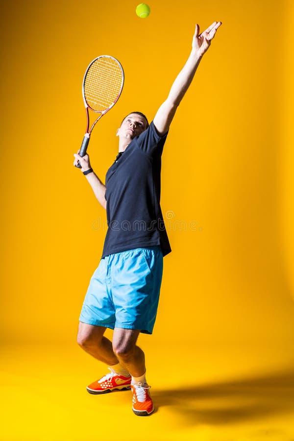 Hombre, jugador de tenis foto de archivo libre de regalías