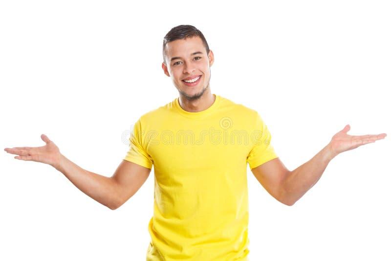 Hombre latino joven de invitación agradable de la invitación aislado en blanco imagen de archivo libre de regalías