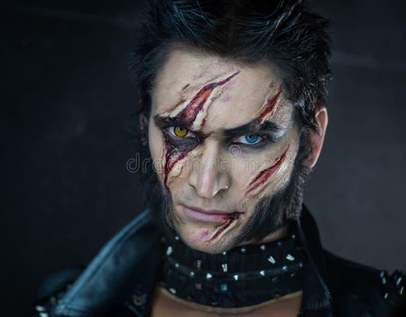 Hombre lobo profesional Wolverine del maquillaje imagen de archivo libre de regalías