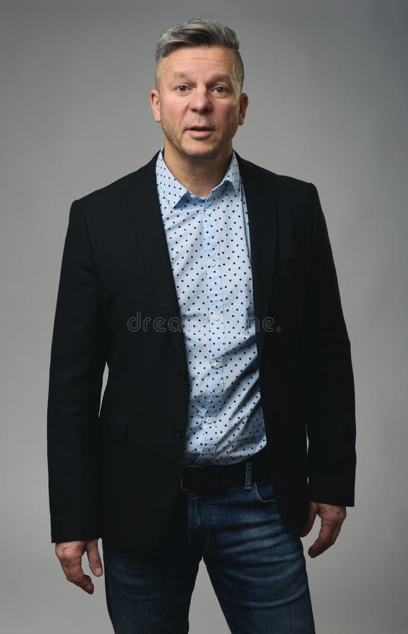 Hombre maduro hermoso Hombre de negocios ocasional foto de archivo