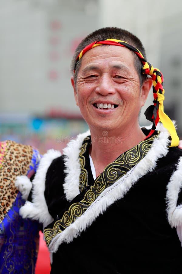 Hombre mayor étnico del buyi chino fotos de archivo