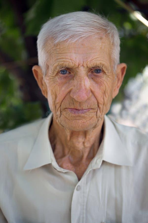 Hombre mayor del retrato foto de archivo libre de regalías