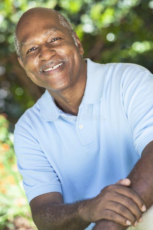 Hombre mayor feliz del afroamericano foto de archivo libre de regalías