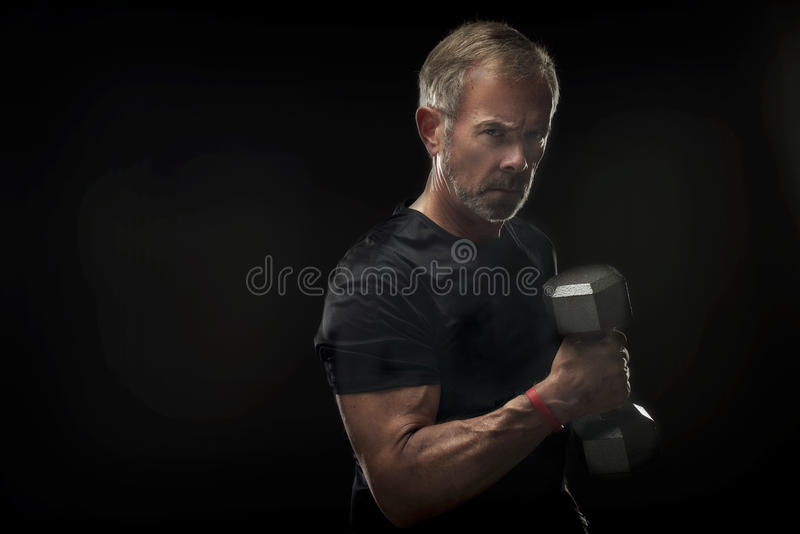Hombre mayor fuerte, confiado imagen de archivo libre de regalías
