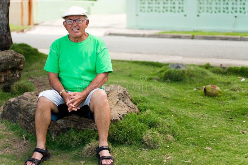 Hombre mayor hispánico fotos de archivo