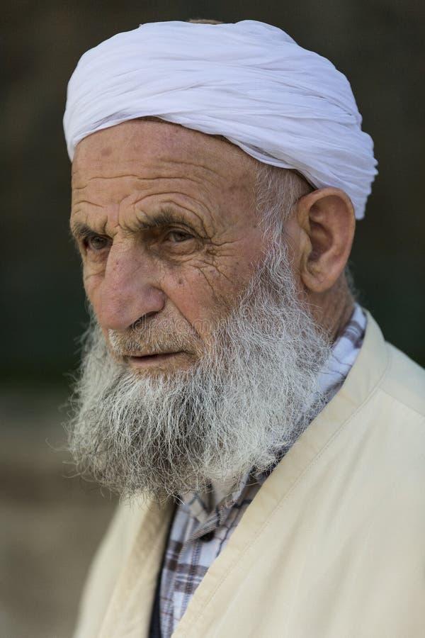 Hombre mayor que lleva un turbante fotos de archivo