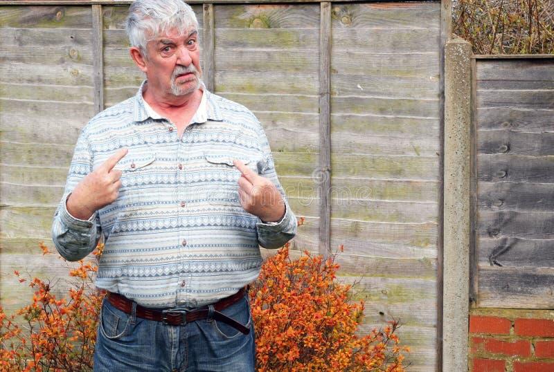 Hombre mayor que me dice. imagen de archivo